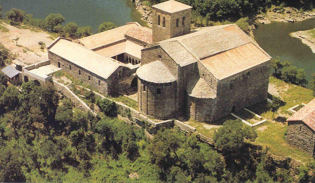 Sant Pere de Casserres és un antic monestir benedictí