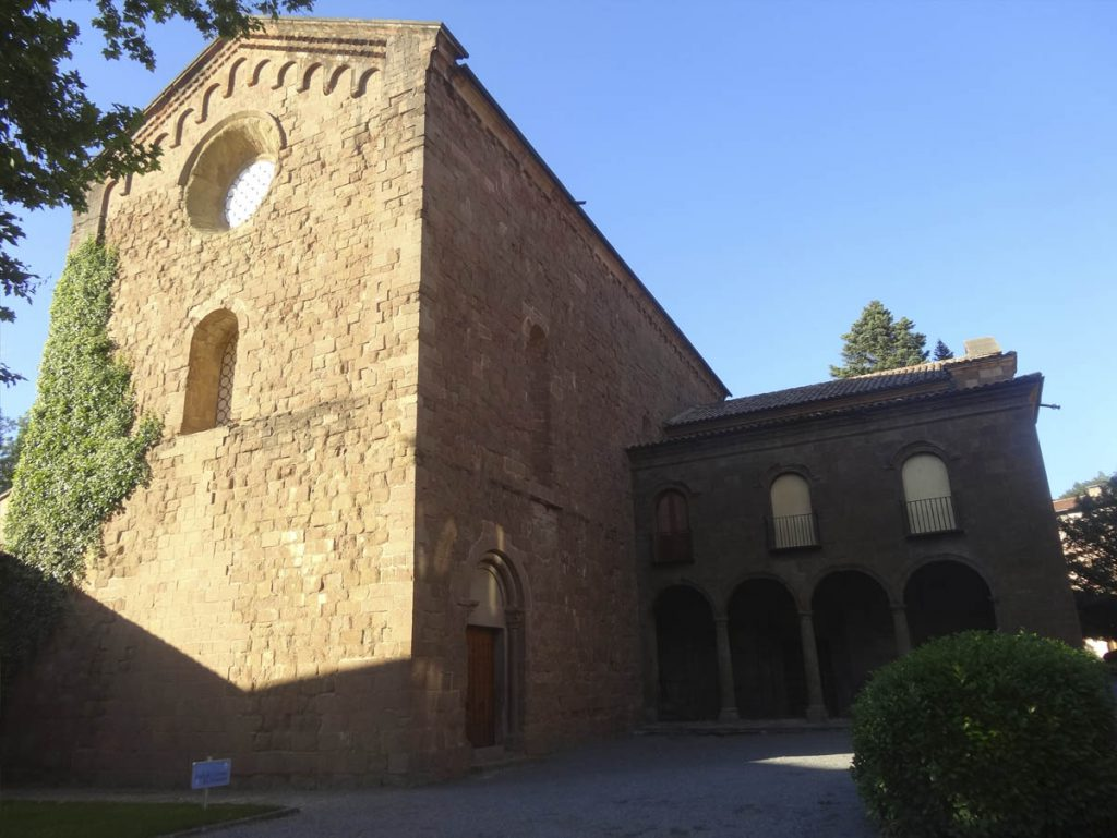 Sant Joan de Ripoll és un antic monestir al nucli de Sant Joan de les Abadesses