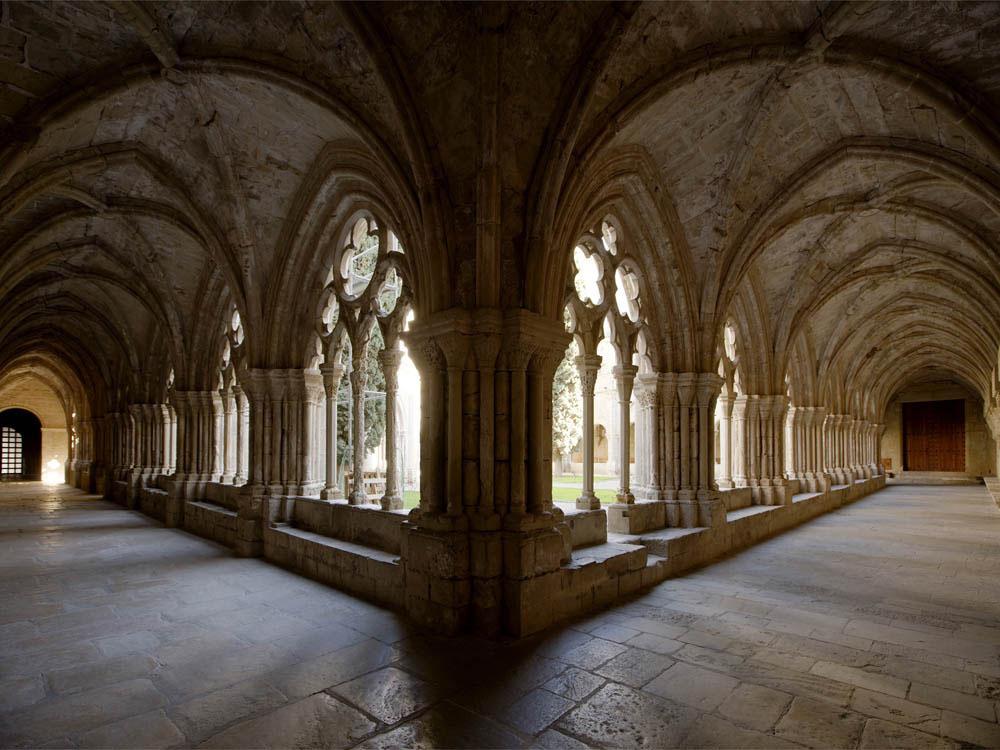 claustre del monestir de santa maria de poblet
